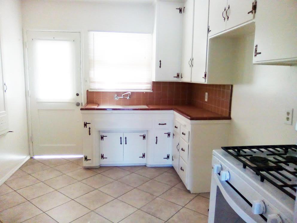 244 – kitchen (2)